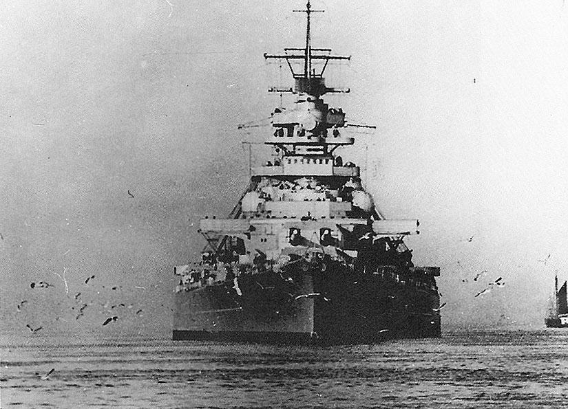zz_bismarck_escorted.jpg (825×595)