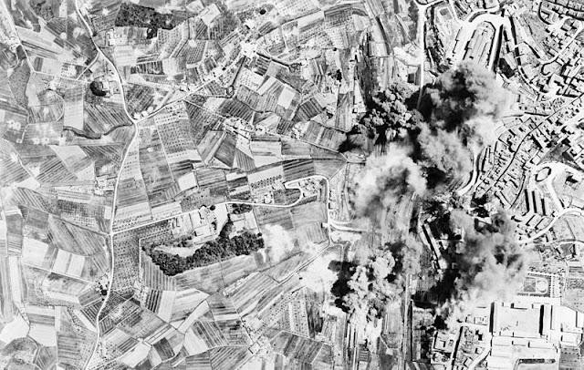 vintage everyday: Aerial photographs of World War II