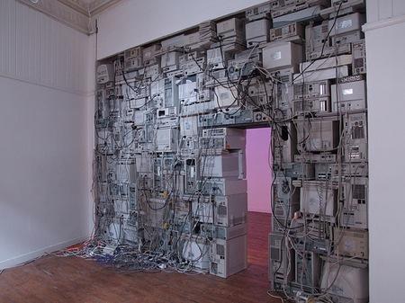 Monitor Wall von Sandy Smith   iGNANT