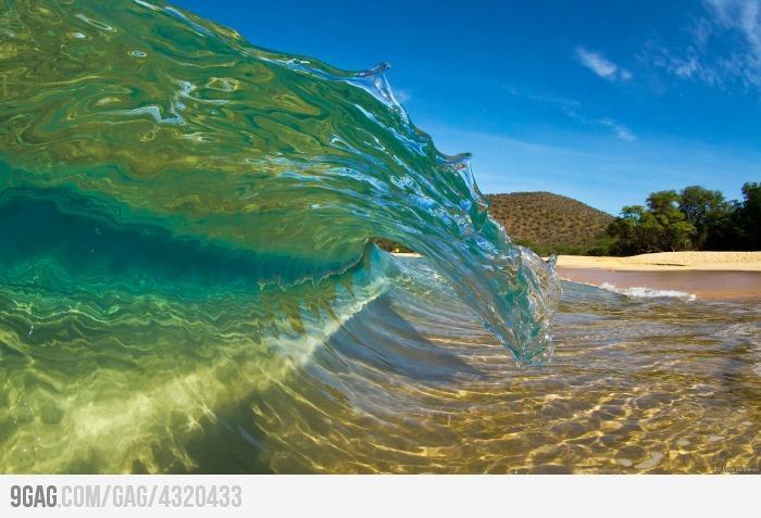 9GAG - Crystal-Clear Wave.