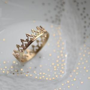 Fancy Pants / Queen ring, for the Queen. :)
