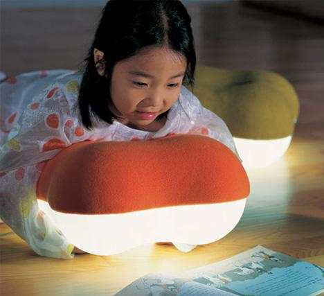 Soft Light: Pillow Lamps Help Kids to Sneak a Read at Night | Designs & Ideas on Dornob