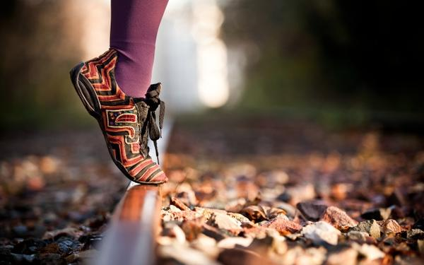 autumn, legs autumn leaves feet rocks socks shoes railroad tracks macro depth of field 2560x1600 wallpape – Fields Wallpaper – Free Desktop Wallpaper
