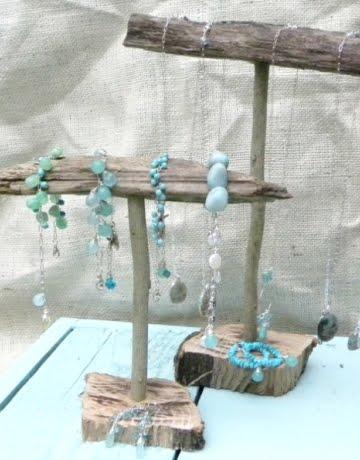 3 Easy DIY Jewelry Organizer Ideas with Driftwood