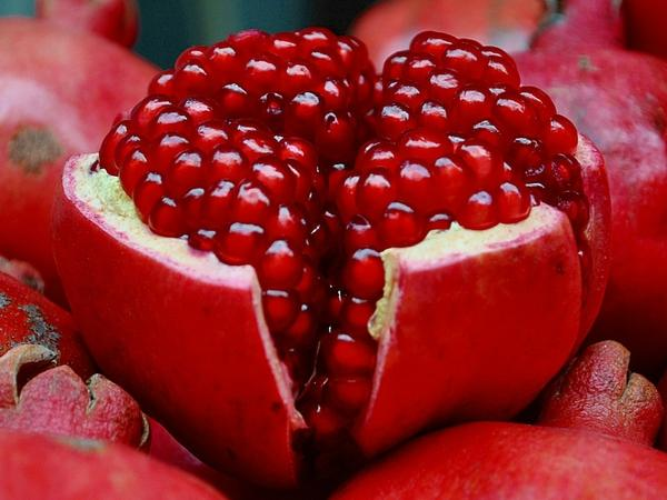fruits,pomegranate fruits pomegranate 1920x1440 wallpaper – Fruits Wallpaper – Free Desktop Wallpaper