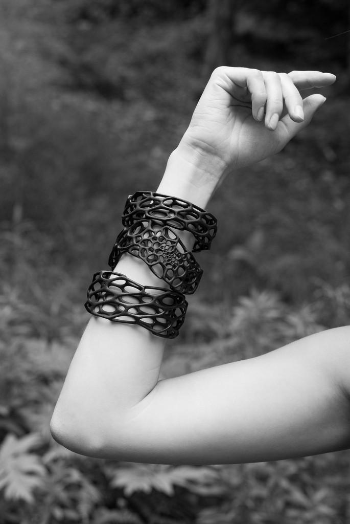 Porous Bracelet black or white nylon 3dprinted by nervoussystem