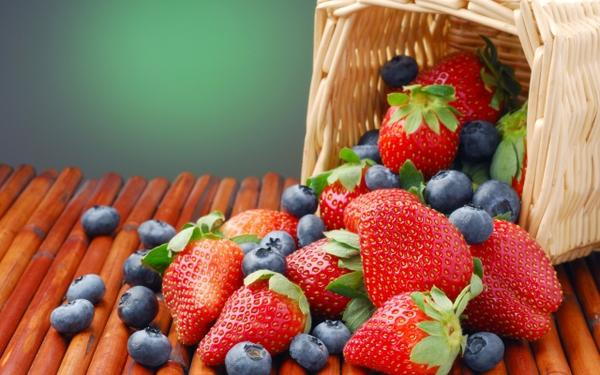 nature,strawberries nature strawberries baskets berries blueberries 2560x1600 wallpaper – Strawberries Wallpaper – Free Desktop Wallpaper