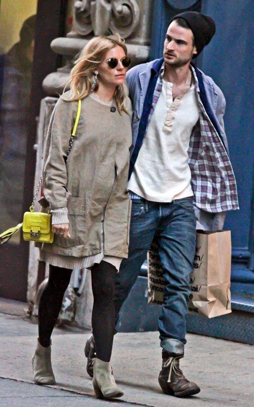Sienna Miller with Tom Sturridge | Celebrity-gossip.net