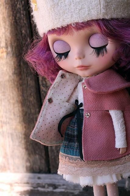 Blythe / impeccable detail in these tiny clothes...