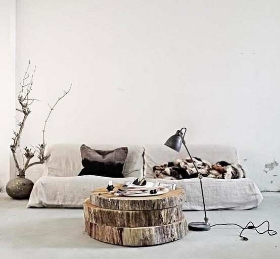 Books Worth Reading / Tree slices as coffee table