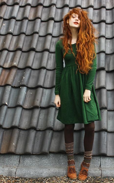 .FowardFashion._it's_.FashionForward. / Omgosh -- that hair! Great outfit too.