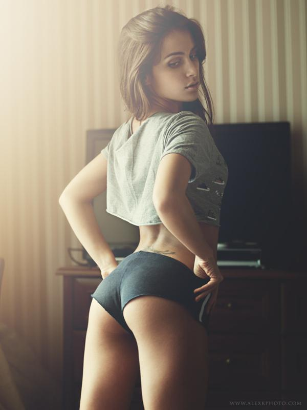 Model : Alyona on