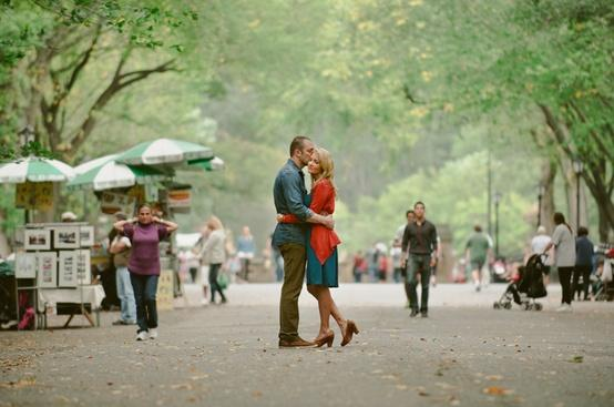 Photography Inspiration & tips / couple in park